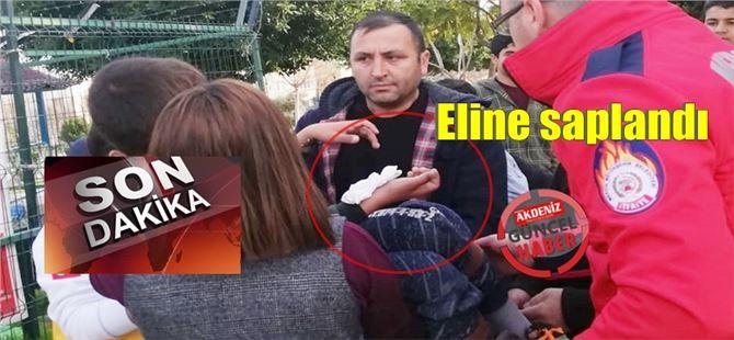 Tarsus'ta parkın korkuluk demiri çocuğun eline saplandı