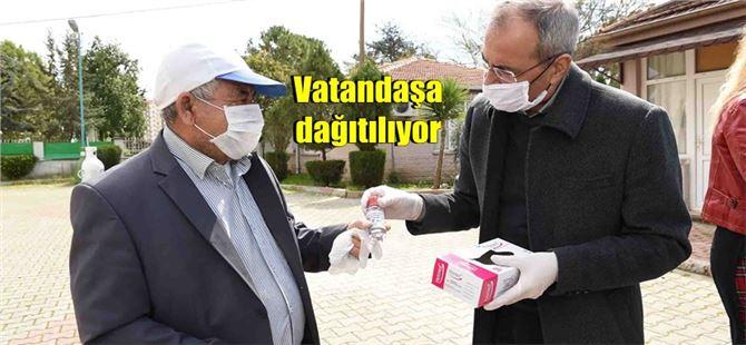 Tarsus Belediyesi dezenfektan üretip ücretsiz olarak halka dağıtıyor