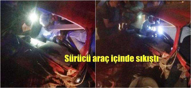 Tarsus'ta kontrolden çıkan araç aydınlatma direğine çarptı: 1 yaralı