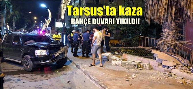 Tarsus'ta kontrolden çıkan araç bahçe duvarını yıktı: 1 yaralı
