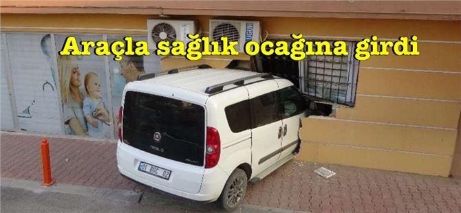 Mersin'de acemi sürücü araçla sağlık ocağına girdi!