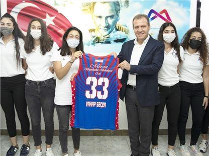 Başkan Seçer, Genç Kadın Sporcularla Buluştu
