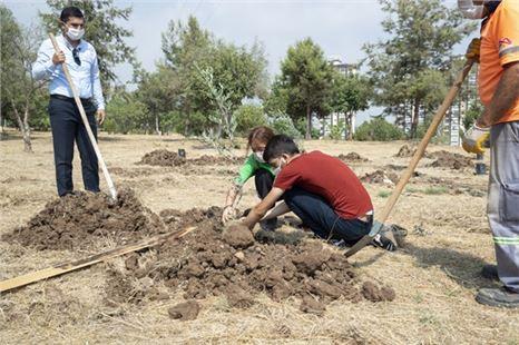 Üniversite Yolunda Mersin'de Barış Ağaçları Yeşerecek