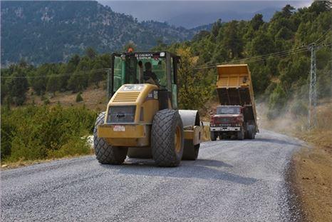 Mersin genelinde asfalt çalışmaları aralıksız sürüyor