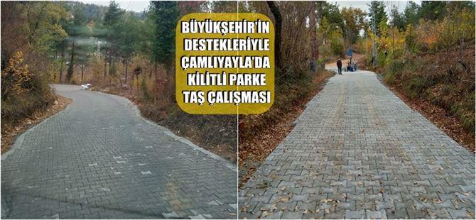 Büyükşehir'in destekleriyle Çamlıyayla'da kilitli parke taş çalışması