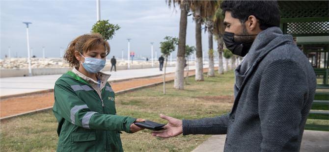 Büyükşehir Personeli Filiz Karakaş içi para dolu cüzdanı sahibine ulaştırdı