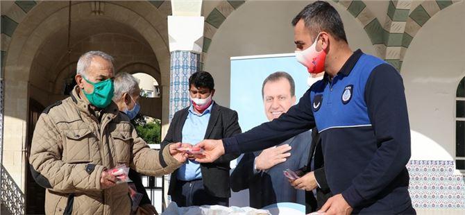 Büyükşehir'den namaz çıkışı 5 bin 200 adet maske dağıtımı
