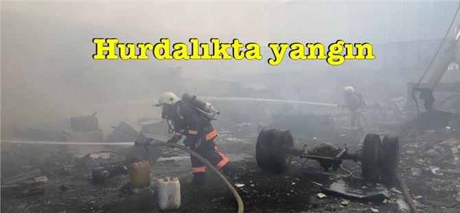 Tarsus'ta sanayi sitesi hurdalığında yangın çıktı