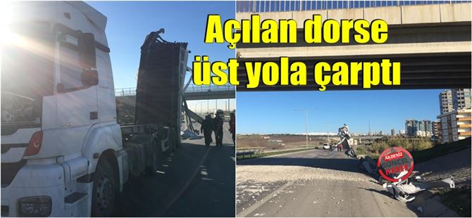 Tarsus'ta kamyonun açılan dorsesi üst yola çarptı