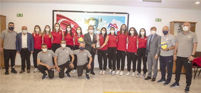 Büyükşehir GSK Kadın Voleybol Takımı Mutluluğunu Başkan Seçer'le Paylaştı