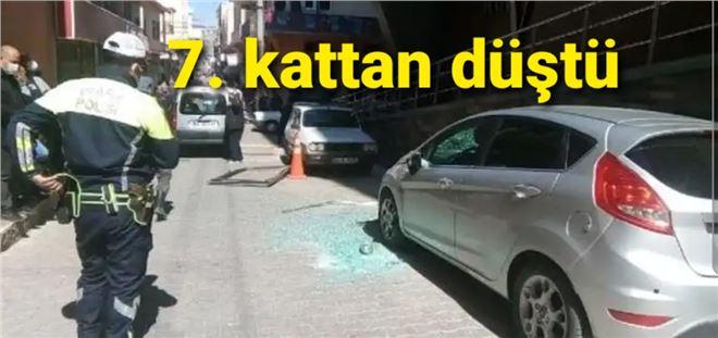 Mersin'de düşen cam parçalarından bir kişi saniyelerle kurtuldu
