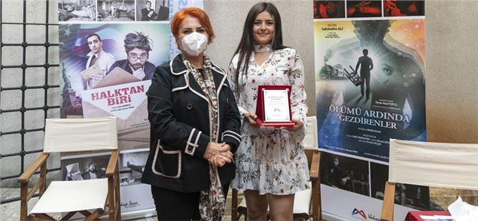 Büyükşehir'den festival sonrası tiyatro topluluklarına teşekkür plaketi