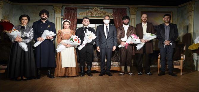 Tarsus Şehir Tiyatrosu Yeni Sahnesinde İlk Prömiyerini Yaptı