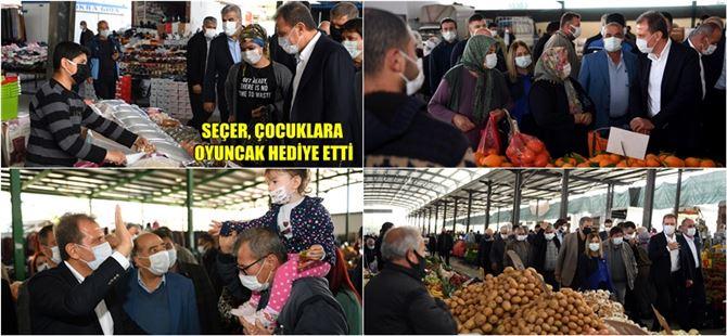"""Başkan Seçer, Tarsus'ta Pazar Esnafına """"Hayırlı İşler"""" Diledi"""