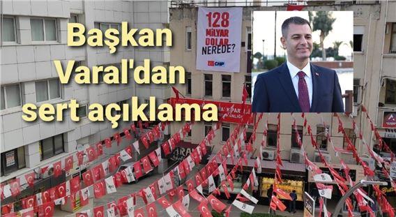 """CHP'nin Tarsus'ta astığı """"128 milyar dolar nerede?"""" afişleri talimatla söküldü"""
