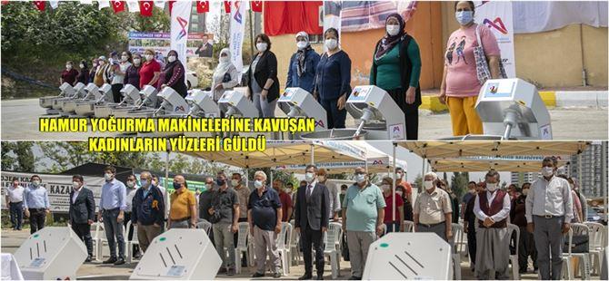 Mersin Büyükşehir'den Tarsus'taki 25 mahalleye 25 hamur yoğurma makinesi