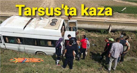 Tarsus'ta tarım işçilerinin içinde bulunduğu araç kaza yaptı: 7 yaralı
