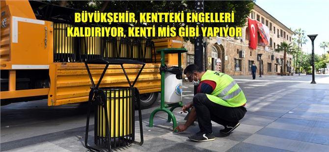 Mersin Büyükşehir, kaldırımları da çöp kovalarını da yeniliyor