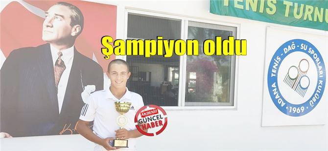 Alp Kemal Aksoy, Adana'daki tenis turnuvasında şampiyon oldu