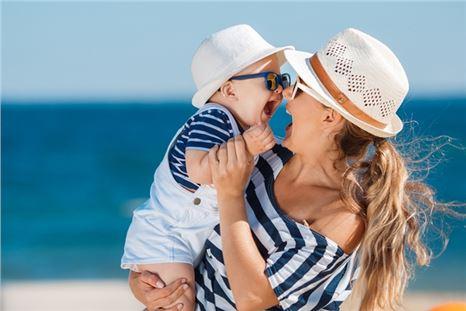 Bebekleri güneşten koruyacak 7 önemli kural