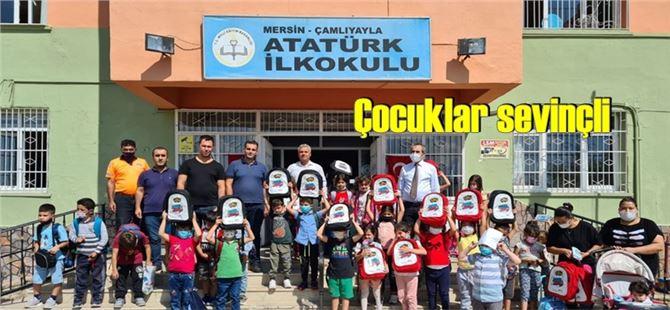 Çamlıyayla'daki minik öğrencilerin de ilk çantası Mersin Büyükşehir'den