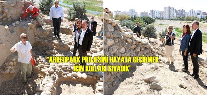 Başkan Seçer, 9 Bin Yıllık Yumuktepe Höyüğü'nü Gezdi