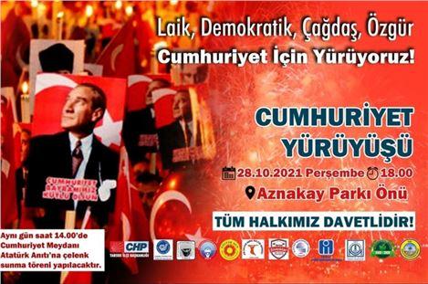 Tarsus'ta Cumhuriyet yürüyüşü