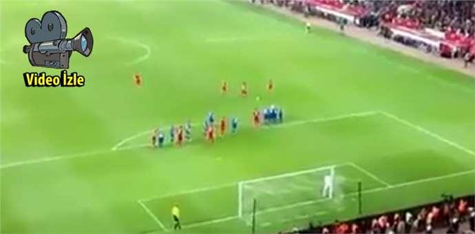 Türkiye İzlanda maçında Selçuk'un golü, tribün görüntüsü